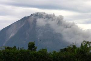 Gunung-Sinabung1-kembali-meletus-Ayat-Suheri-Karokaro