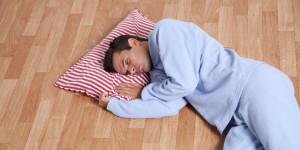 ternyata-tidur-di-lantai-membawa-4-manfaat-kesehatan-ini