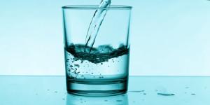 4-manfaat-kecantikan-dalam-segelas-air-putih