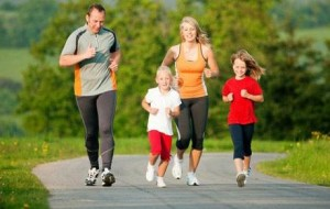Olahraga bersama keluarga.