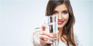 Minum air putih untuk kesehatan tubuh
