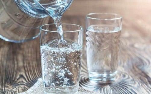 Dahsyatnya Minum Air Putih di Pagi Hari